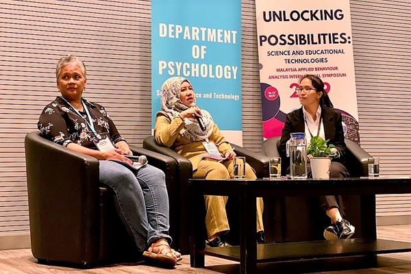 Mothers of children with autism, Ms Prudence Lingham and Ms Normerlisa Abdullah shared theirs struggles and hope with the audience, in a forum facilitated by Audrey Lau.