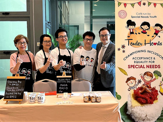 Assoc Prof Dr Alvin Ng with the Tender Hearts Café team